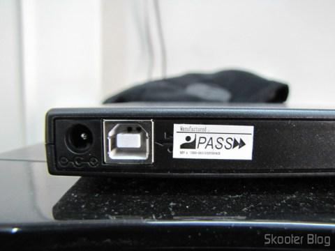 Parte traseira do Drive Óptico Portátil Combo Blu-ray, DVD+/-RW e CD-RW