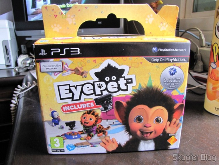 A caixa do EyePet, que inclui o jogo e a câmera Playstation Eye