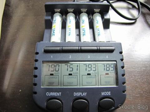 Capacidade das Pilhas GS Yuasa AAA NiMH LSD 750mAh medida na descarga no carregador La Crosse BC-9009