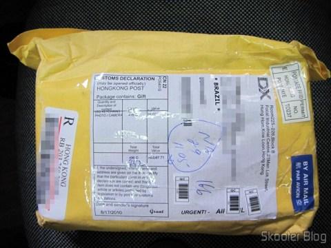 Pacote da DealExtreme com o Flash Yongnuo Speedlite YN-468, não tributado
