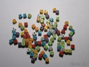 Pacote com 100 mini-dadinhos