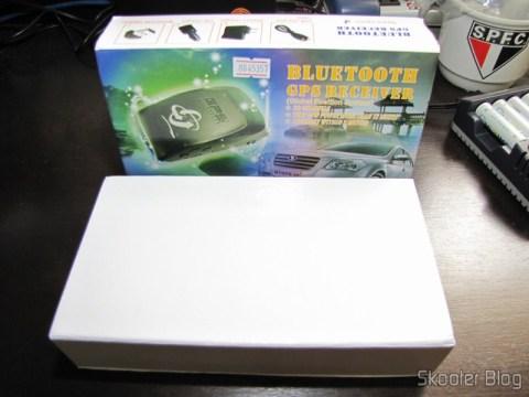 Caixa com o Receptor GPS Bluetooth para Navegação e Rastreamento com 20 canais e seus acessórios