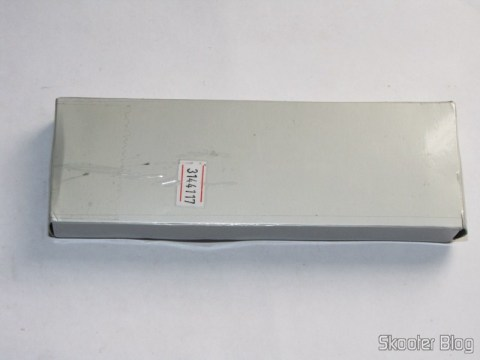 A caixa de papelão em que vem o estojo metálico com o Laser 2 em 1 Vermelho 650nm 5mW + Verde 532nm 5mW (2 pilhas AAA) (2-in-1 5mW 650nm Red + 5mW 532nm Green Laser Pen (2*AAA))
