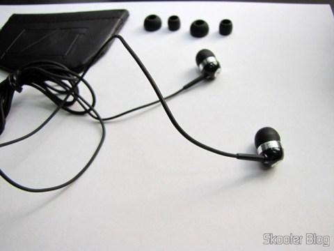 Fone de Ouvido In-Ear com Isolamento de Ruído com Plug P2 (3.5mm) e cabo de 120cm e seus acessórios