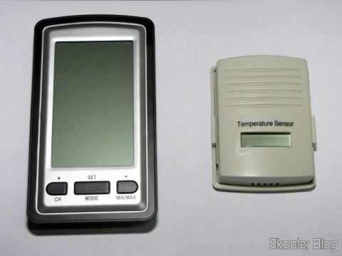 Unidade Principal e Sensor Externo da Estação de Tempo com LCD de 4″, Relógio, Higrômetro, e Sensor de Temperatura Interno e Externo Sem Fio, ainda desligados