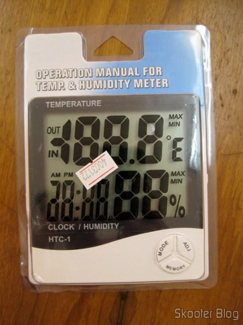 O Relógio-Termômetro-Higrômetro Digital ainda em sua embalagem