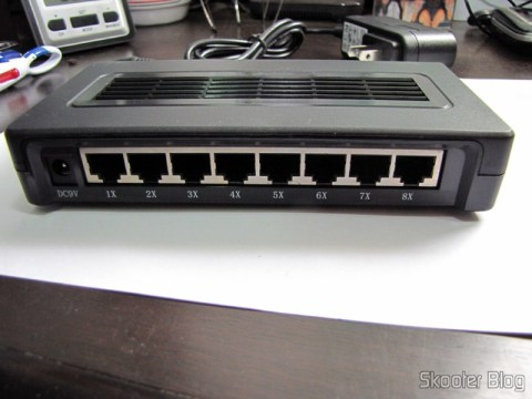 As 8 portas do Switch Fast Ethernet 10/100Mbps com 8 portas Auto MDI/MDIX