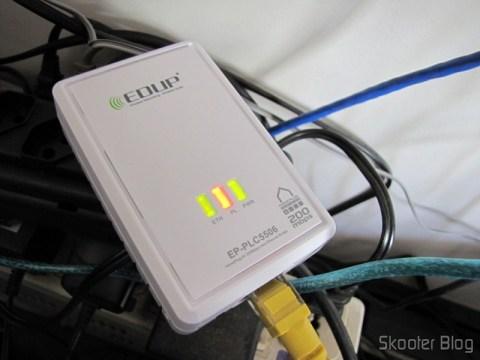 Adaptador de Rede EP-PLC5506 HomePlug Powerline 200Mbps em funcionamento
