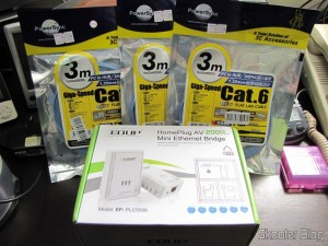 Par de Adaptadores de Rede EP-PLC5506 HomePlug Powerline 200Mbps (EP-PLC5506 200Mbps Home Plug Powerline Network Communication Adapters (Pair)) e 3 Cabos de Rede LAN Plano Cat6 RJ45 p/ Gigabit Ethernet com 3 metros (Cat.6 RJ-45 Giga-Speed Ultra Flat LAN Network Cable (3M))