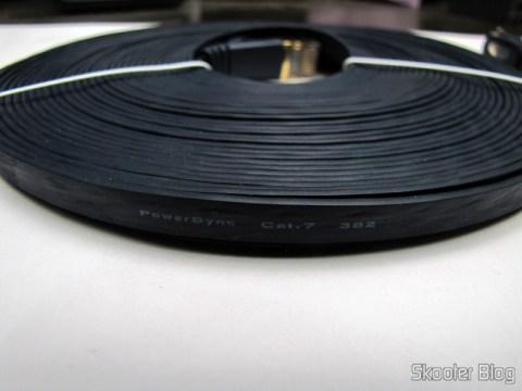 Cabo de Rede LAN Ethernet 4 pares trançados blindados (STP) cat7 10Gbps com 10 metros Ultra Plano PowerSync CCB-78115 ((POWERSYNC) 10M Ultra Flat 10Giga Speed Cat.7 32AWG RJ45 4-Pair STP Ethernet LAN Network Cable CCB-78115)