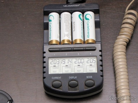 Teste das 4 Baterias AA Recarregáveis NiMH 2100mAh Sony CycleEnergy Genuínas (Genuine Sony CycleEnergy 2100mAh Ni-MH Rechargeable AA Batteries (4-Pack)) com o carregador  La Crosse Technology BC-9009 AlphaPower