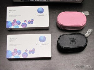 Lentes de Contato Cooper Vision Biofinity Toric e Estojos de Couro para Lentes de Contato Amcon (Amcon Leather Contact Lens Cases)