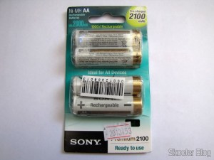 Bundled with 4 Baterias AA Recarregáveis NiMH 2100mAh Sony CycleEnergy Genuínas (Genuine Sony CycleEnergy 2100mAh Ni-MH Rechargeable AA Batteries (4-Pack))
