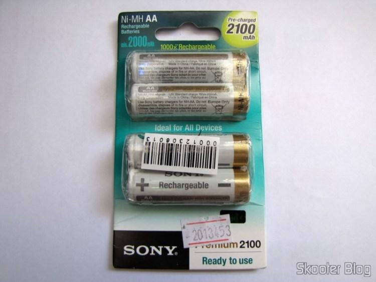 Bundled with 4 Baterias AA Recarregáveis NiMH 2100mAh Sony CycleEnergy Genuínas (Genuine Sony CycleEnergy 2100mAh Ni-MH Rechargeable AA Batteries (4-Pack))