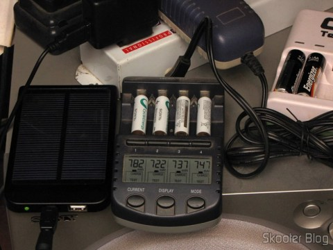 Testing 4 Rechargeable Batteries AAA 800mAh 1.2V Sony charger La Crosse Technology BC-9009 AlphaPower