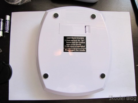 Bottom of 7kg Kitchen scale with 1g accuracy (7kg x 1g Kitchen Helper Weighing Scale)