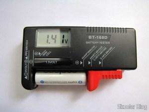 Testador de Nível de Energia de Baterias Digital com LCD de 3.5″ (3.5″ LCD Digital Battery Power Level Tester), testando pilha AA recarregável (1,2V)