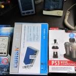 """Estação de Recarga Quadrupla para Controles Playstation Move do Playstation 3 (Quadruple Port Charging Station for PlayStation 3 Move Controllers - Black), Switch 8 Portas Gigabit Ethernet 10/100/1000Mbps CORSN CS-1008G (CORSN CS-1008G 8-Port 100Mbps / 1000Mbps Switch - Blue), e a Estação de Tempo com LCD de 4"""", Relógio, Higrômetro, e Sensor de Temperatura Interno e Externo Sem Fio (4"""" LCD Wireless Out/Indoor Weather Station with Clock and Outdoor Temperature Sensor (2*AA))"""