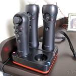 Estação de Recarga Quadrupla para Controles Playstation Move do Playstation 3 (Quadruple Port Charging Station for PlayStation 3 Move Controllers – Black) em funcionamento