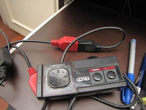 Adaptador para conectar dois Joysticks de Atari 2600 no PC via USB (NEW Dual Port PC Computer USB Port Controller Adapter for ATARI 2600 JOYSTICK) conectado a um Joystick de Master System