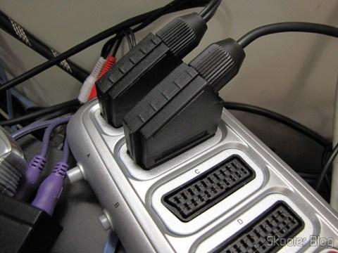 Cabo SCART RGB para Super Nintendo (SNES), Super Famicom, Gamecube e Nintendo 64 (RGB Cable), ligado ao Switch SCART RGB