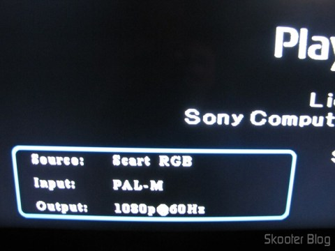 Imagem do Playstation One com o Cabo SCART RGB para Playstation 1/2 com Áudio e Saída para Guncon (RGB Cable with Audio and Guncon output)