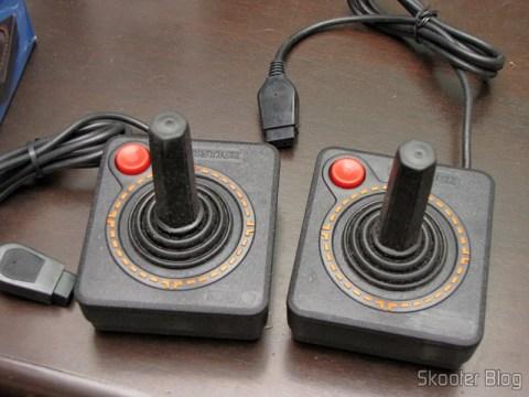 Joysticks de Atari 2600 Novos (New 2x Atari 2600 Joystick Controllers / 30 day Warranty OEM)