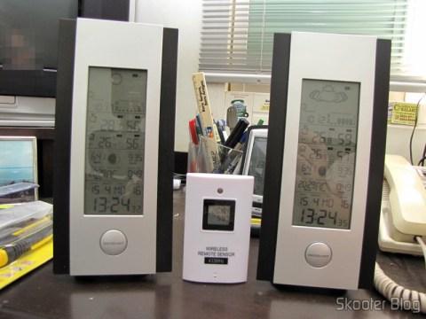 Estações de Tempo com Barômetro, Sensor Remoto Sem Fio, LCD 5.3″ 9 em 1 TPW399 (2 x AA + 2 x AAA) (TPW399 9-in-1 5.3″ LCD Barometer Weather Station w/ Wireless Remote Sensor (2 x AA + 2 x AAA)) funcionando juntas em harmonia