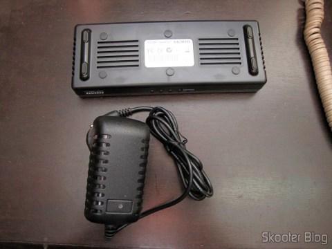 Splitter HDMI de 1 entrada para 4 saídas HUIYISHUN HDMI-400 HDMI v1.4 Full HD 1080p 3D (HUIYISHUN HDMI-400 3D 1080p Full HD HDMI V1.4 1 to 4 Splitter – Black + White (UK Plug / 100~240V))