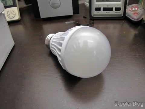 Lampada LED 9W 7000K Luz Branca 1100 lumens E27 COB LED (110~220V) (E27 9W 1100lm 7000K White Light COB 1-LED Bulb - White (110~ 220V))