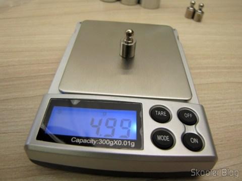 Testando a balança de precisão com 1 Peso de 5 gramas para Calibragem de Balança de Precisão Digital (Professional Precision Digital Scale 5g Calibration Weight (5-gram))