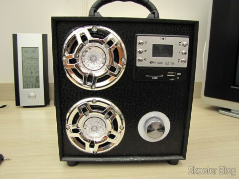 "MP3 Player com Alto-Falante HY-F3 com Tela de 1.3"", Rechargeable Battery, Luz Colorida Piscante, Rádio FM, slots SD, TF and USB (Rechargeable 1.3"" Screen MP3 Player Music Speaker w/ Colorful Flashing Light / FM / SD / TF / USB)"