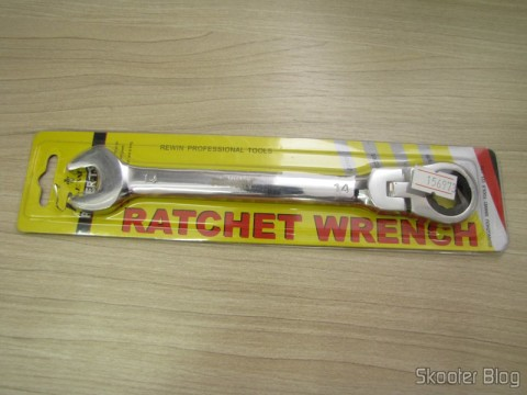 Combined key (Chave de Boca) with Ratchet Hinged Steel Chrome-Vanadium 14mm REWIN (REWIN RJ-314 Chrome-Vanadium Steel 2-in-1 14mm Open End + Double Box End Combination Wrench), on its packaging