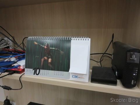 Calendário de Mesa com Cupons de Desconto para os 12 Meses DX 2013 (DX 2013 Desk Calendar with 12 Months' Coupon Codes)