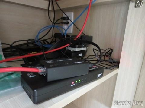 Conjunto Transmissor + Receptor Extensor de HDMI LINK-MI LM-EX11 (LINK-MI LM-EX11 HDMI Extender Transmitter + Receiver Set – Black), Conversor de HDMI para Vídeo Composto (CVBS) + Áudio Estéreo (HDMI to CVBS Video Converter),  Splitter HDMI de 1 entrada para 4 saídas HUIYISHUN HDMI-400 HDMI v1.4 Full HD 1080p 3D e Mini Furadeira / Amolador Elétrico WLXY WL-800, e outros itens