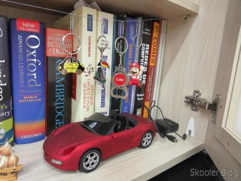 Alguns de meus livros e um carrinho MP3 Player que ganhei de meu pai