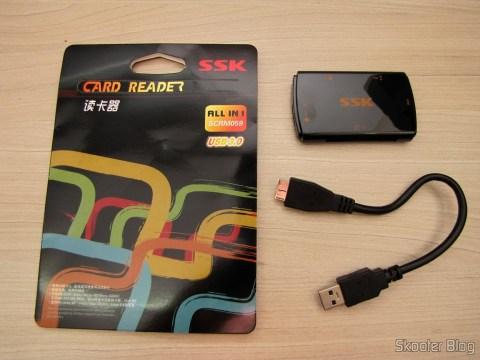 Leitor de Cartões SD, Micro SD / TF / MS / CF SSK SCRM059 USB 3.0 Alta Velocidade 5Gbps (SSK SCRM059 High Speed 5Gbps USB 3.0 SD, Micro SD / TF / MS / CF Card Reader - Black (64GB)), com sua embalagem e cabo