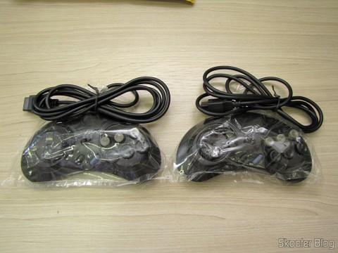 2 Controladores de Mega Drive e Master System com 6 botões (2x Megadrive Master System 6 Button controller pads NEW), ainda embalados