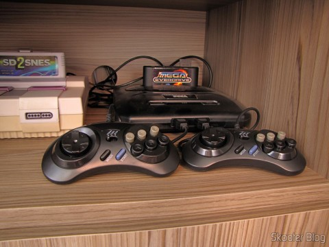 2 Mega Drive and Master System controllers with 6 buttons (2x Megadrive Master System 6 Button controller pads NEW) connected to the Mega Drive III