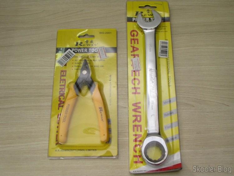 "O Cortador de Fios de 5"" Rewin (Rewin 5"" Electronic Wire Cutter - Yellow + Black) e a Chave Combinada (Chave de Boca) com Catraca Aço Cromo-Vanádio 19mm REWIN (Chrome Vanadium Steel Ratchet Combination Spanner Wrench (19mm))"