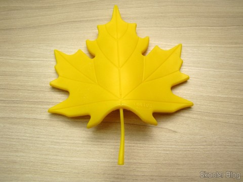 To-Door Style Yellow Maple Leaf (Fashion Maple Leaf Style Door Stopper Guard – Random Color)