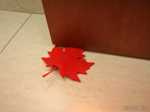 To-Door Style Red Maple Leaf (Maple Leaf Style Door Stopper Guard – Red), in use