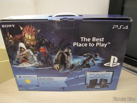 Console Playstation 4 (PS4) em sua embalagem