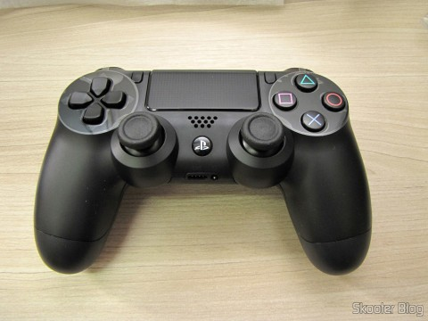 DualShock 4, the joystick accompanying the Playstation 4 (PS4)