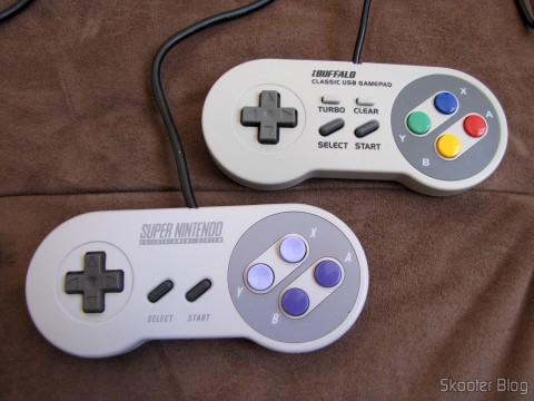 Comparando o Gamepad de Super Nintendo (SNES) para PC Buffalo (Super Nintendo Famicom SNES Gamepad for PC (PC) (BUFFALO)) com o Gamepad original do Super Nintendo (SNES)