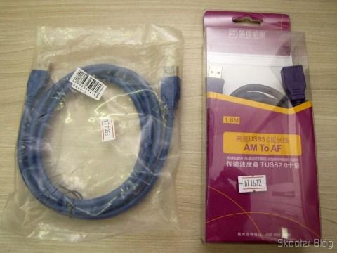 Cabo Extensão USB 3.0 Macho para Fêmea Azul de Alta Velocidade 185cm (High Speed USB 3.0 Male to Female Extension Cable - Blue (185cm)) e Cabo Extensão USB 3.0 Macho para Fêmea Millionwell 180cm (MILLIONWELL USB 3.0 Male to Female Extension Cable (180cm)), em suas respectivas embalagens