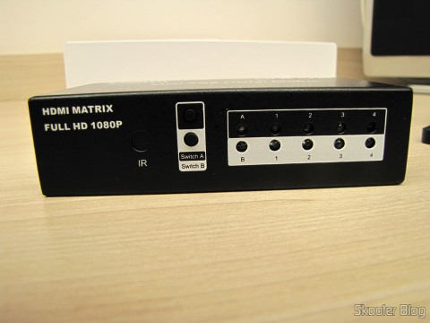 Painel Frontal da Matriz HDMI 1080p LINK-MI LM-MX03 - 4 Entradas / 2 Saídas (LINK-MI LM-MX03 1080p HDMI Matrix - Black (4-In / 2-Out))