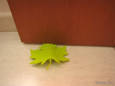 To-Door Style Maple Leaf Green (YSDX-382 Maple Leaf Style EVA Door Stopper - Green), being used