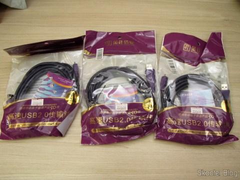 Os 3 Cabos de Carga e Dados USB macho para Micro USB macho Millionwell 01.0363 com 3 metros (Millionwell 01.0363 USB Male to Micro USB Male Data / Charging Cable - Purple (3m)), em suas respectivas embalagens