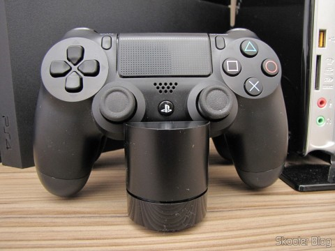 Official Dualshock 4 Charging Station (PS4) (SONY), em funcionamento